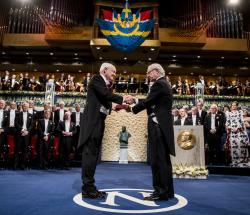Professor Joachim Frank receiving Nobel Medal